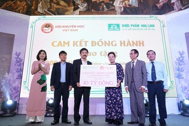 Nhan hang Da Huong tiep tuc tai tro 10 ty cho cac nu sinh y duoc