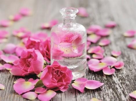 Bạn đã biết hết công dụng 'thần thánh' của nước hoa hồng?