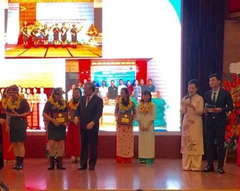 Trao giải thưởng Phụ nữ Việt Nam cho 5 tập thể, 10 cá nhân