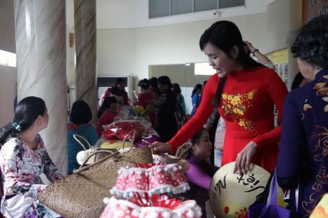Quận 10: Trao tặng 19 kỷ niệm chương 'Vì sự phát triển của Phụ nữ Việt Nam'