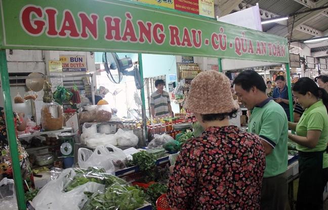Quan 10: Ra mat diem ban rau sach - an toan o cho Hoa Hung
