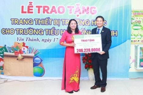Chubb Life Việt Nam và Quỹ Chubb Charitable Foundation – International trao tặng thiết bị dạy và học