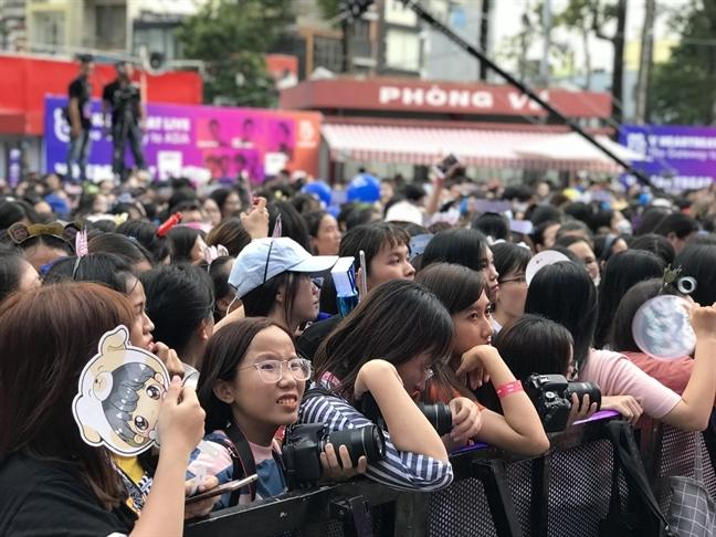 Co gai 9X phat dien vi ham mo Dam Vinh Hung: Loi canh tinh cho phu huynh