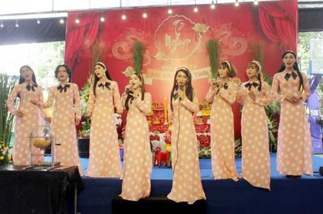 Lô tô Sài Gòn: Cuộc thoát thân nỗi niềm 'bóng hát hội chợ'