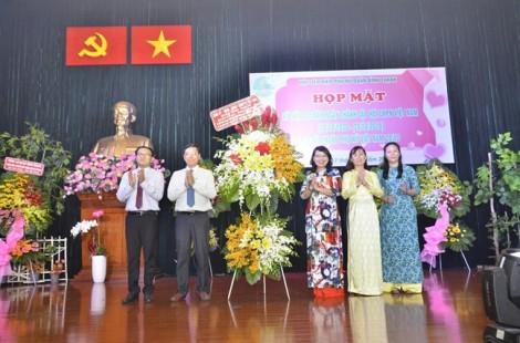 """Bình Thạnh: Trao tặng kỷ niệm chương """"Vì sự phát triển của phụ nữ Việt Nam"""" cho 17 cá nhân"""