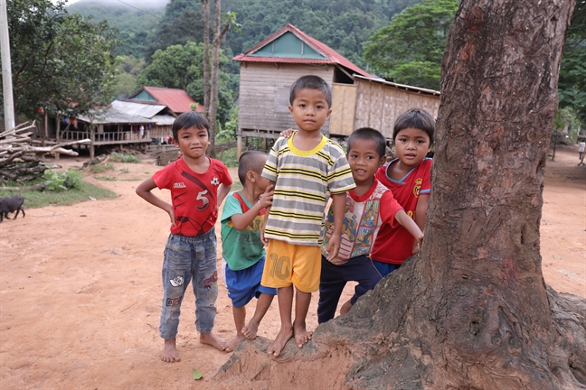 Hoa hau Tieu Vy mang nuoc sach den 38 ho dan ngheo o Quang Binh