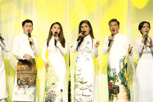Duong Trieu Vu 'to' Phuong Dung: 'Tieng bac nem qua...' hay van hoa tiep nhan loi che