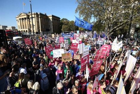 Gần 700.000 người Anh chống Brexit biểu tình đòi bỏ phiếu lần 2