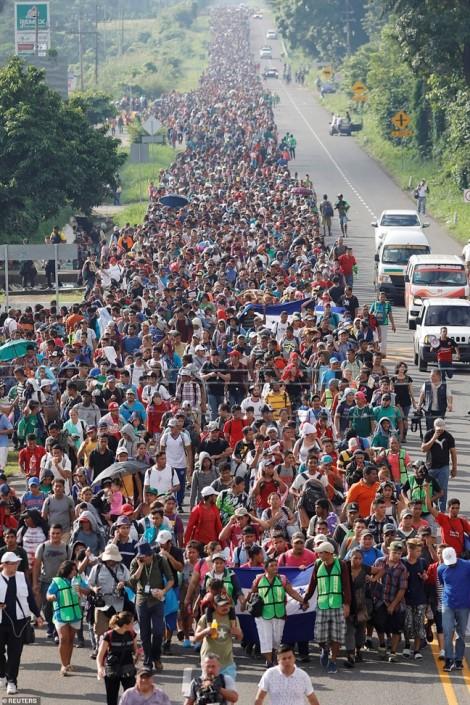 Đoàn người di cư ùn ùn đổ đến biên giới Mỹ khiến 4 quốc gia khó xử