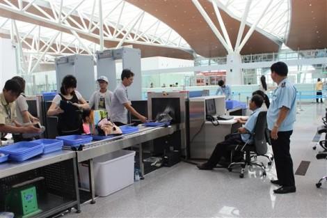 Mang theo 200 triệu đồng khi xuất cảnh, hai hành khách bị xử phạt 30 triệu đồng