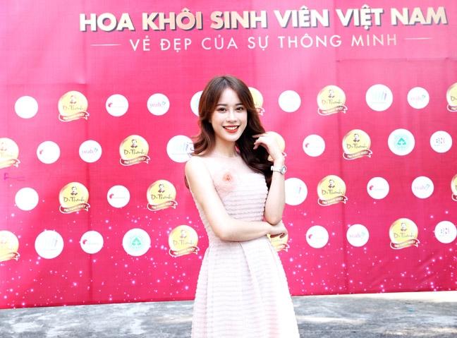 Ve dep tuoi nhu hoa cua giam khao 'Hoa khoi sinh vien Viet Nam 2018'