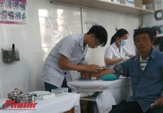 Ổ dịch từ… chính nhân viên y tế - Bài 1: Ai lấy găng tay của bệnh nhân?