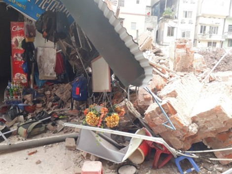 Căn nhà ở phố cổ Hà Nội bất ngờ đổ sập