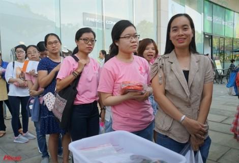 Phụ nữ Sài Gòn xếp hàng 'xuống tóc' tặng cho bệnh nhân ung thư