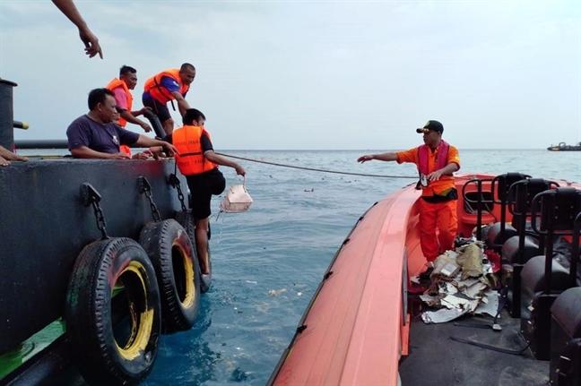 Buc tranh u am cua hang khong Indonesia sau tai nan may bay