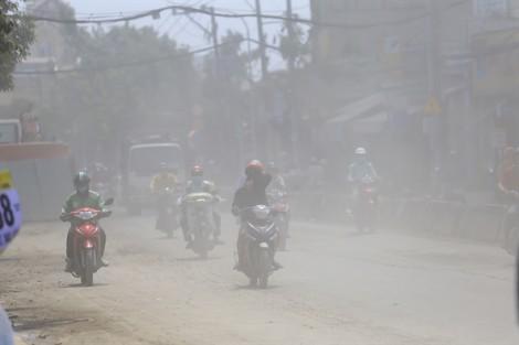 Bụi mù mịt trên tuyến đường 250 tỷ đồng ở Sài Gòn