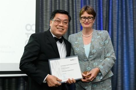 Một giáo sư người Việt được trao huy chương nghiên cứu ngoại hạng của Đại học Công nghệ Sydney