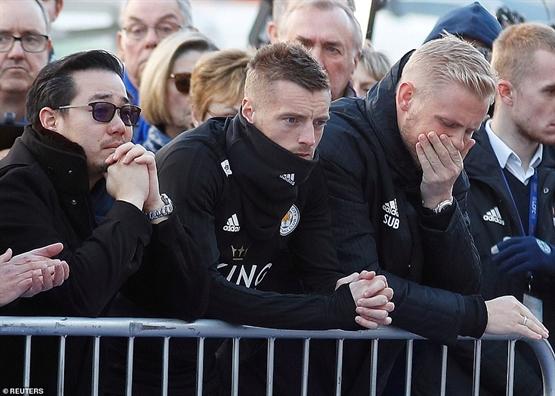Vụ roi trục thang Leicester: Cac cau thu rot nuoc mat khi mac niem ty phu Vichai