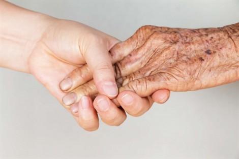 Khát khao lớn nhất của cha mẹ già là... được trò chuyện với con