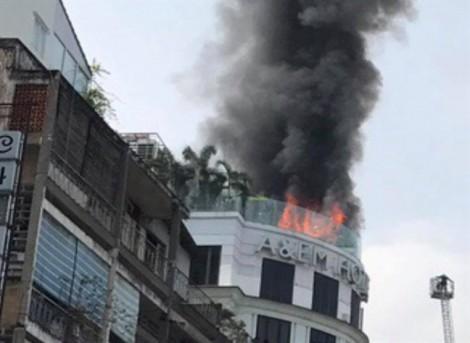 Khách sạn ở trung tâm TP.HCM bốc cháy ngùn ngụt, khách ngoại quốc hoảng loạn tháo chạy