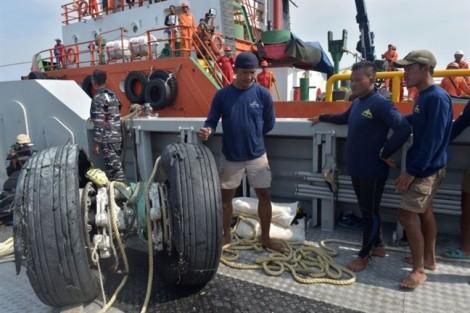 Vụ rơi máy bay Indonesia: Đã tìm thấy thân máy bay dưới biển