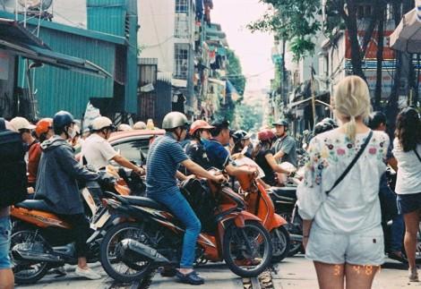 Xóm đường tàu kỳ lạ ở Hà Nội thu hút du khách nước ngoài