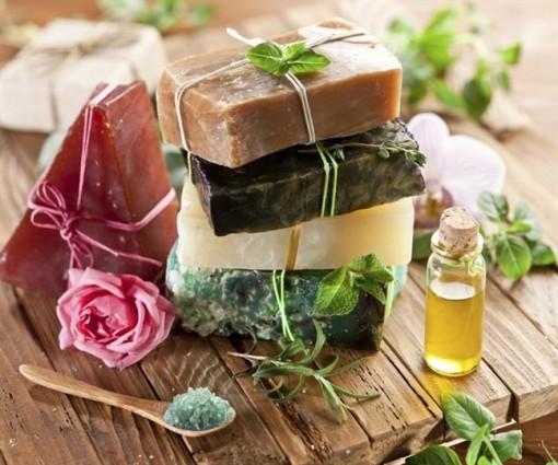 5 công thức làm mỹ phẩm thiên nhiên chăm sóc da cho phụ nữ hiện đại