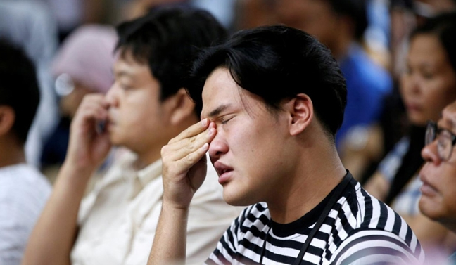 Vu roi may bay Indonesia: Nguoi nha nan nhan tuyet vong cho cau tra loi