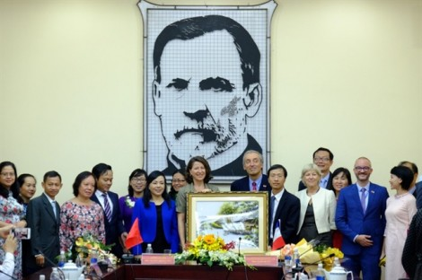 Việt Nam mong tiếp tục nhận được sự quan tâm, hợp tác với Pháp về y tế