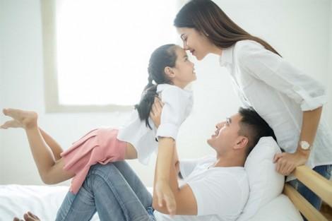 Muốn con hạnh phúc, đừng cố gắng làm cha mẹ hoàn hảo