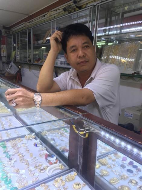 Vụ đổi 100 USD bị phạt: chủ tiệm vàng rút đơn khiếu nại vì quá mệt mỏi