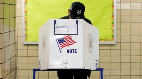 Người dân Mỹ đi bỏ phiếu bầu giữa nhiệm kỳ lịch sử