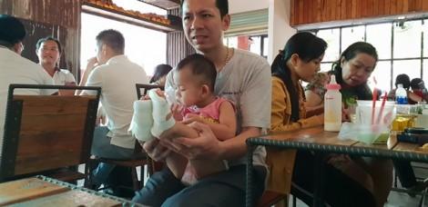 Tạm đình chỉ nhóm lớp mẫu giáo làm bé 18 tháng bỏng nước sôi