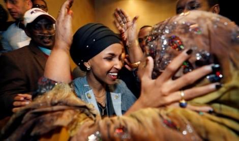 Hành trình ngoạn mục của hai phụ nữ Hồi giáo vào Quốc hội Mỹ