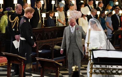 Hoàng tử Harry tiết lộ khoảnh khắc Thái tử Charles dắt Meghan vào lễ đường