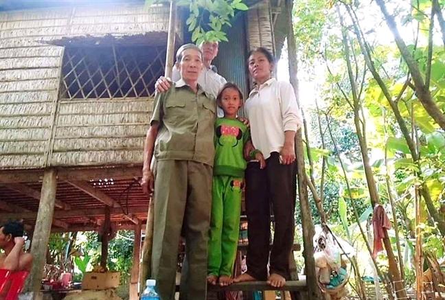 'Liet si' song luu lac cung vo con trong rung Campuchia suot 39 nam
