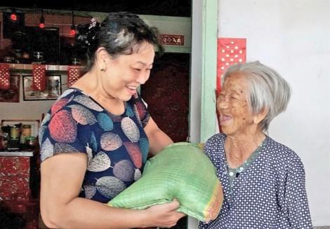 'Biến rác thành tiền'  hỗ trợ phụ nữ nghèo