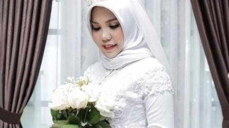 Vụ rơi máy bay Indonesia: Cô dâu mặc váy cưới theo di nguyện 'nếu anh không về'