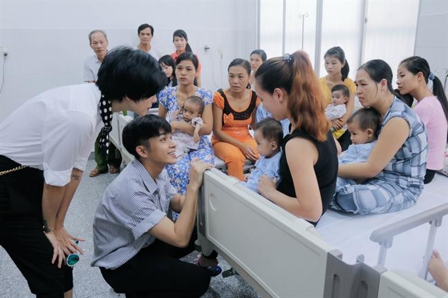 Jun Pham lam dao dien phim ngan dau tay cho du an 'Vet seo cuoc doi' lan 8