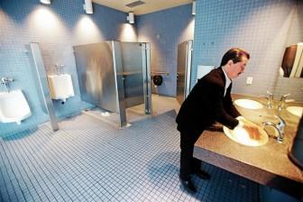 Nhà vệ sinh công cộng nên là... happy toilet