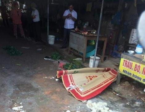 Hung thủ bắn cô gái bán đậu giữa chợ đang nguy kịch
