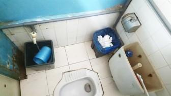 Nhà vệ sinh bệnh viện: Vào là... ói!