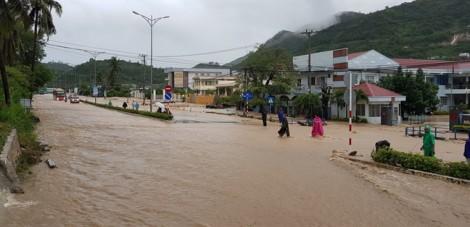 Nha Trang ngập trong nước và đất đá, tan hoang như động đất