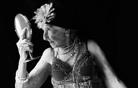 Những người phụ nữ trăm tuổi dạy chúng ta bài học gì về cái đẹp?