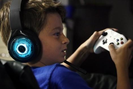Vì sao các bậc cha mẹ khổ sở 'cai nghiện' màn hình điện tử cho con?
