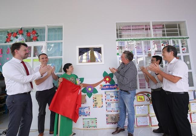 Sua Co Gai Ha Lan phat trien kinh doanh cung tao lap gia tri chung cho cong dong