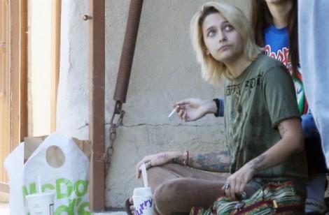 Con gái Michael Jackson tiều tuỵ, mất kiểm soát hành vi