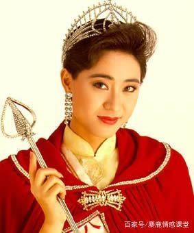 Hoa hau Hong Kong Tran Phap Dung van doc than o tuoi 51, cham chi bao hieu