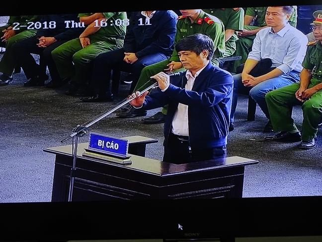 Cuu tuong Nguyen Thanh Hoa xin duoc giam nhe toi de ve chiu tang me
