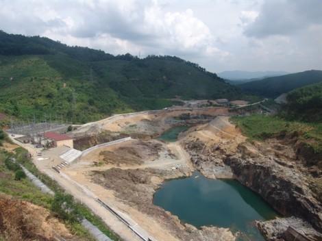 Nhiều hồ nước ở Thừa Thiên - Huế cạn khô bất thường giữa mùa lũ